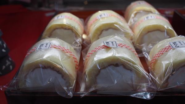 和菓子屋が作った洋菓子のロールケーキ。一味違います。